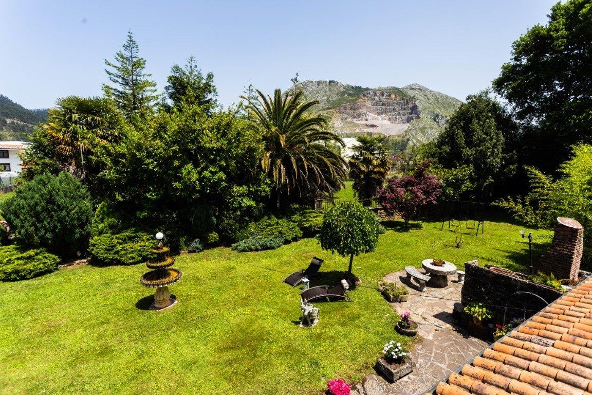 jardin posada la montañesa cantabria